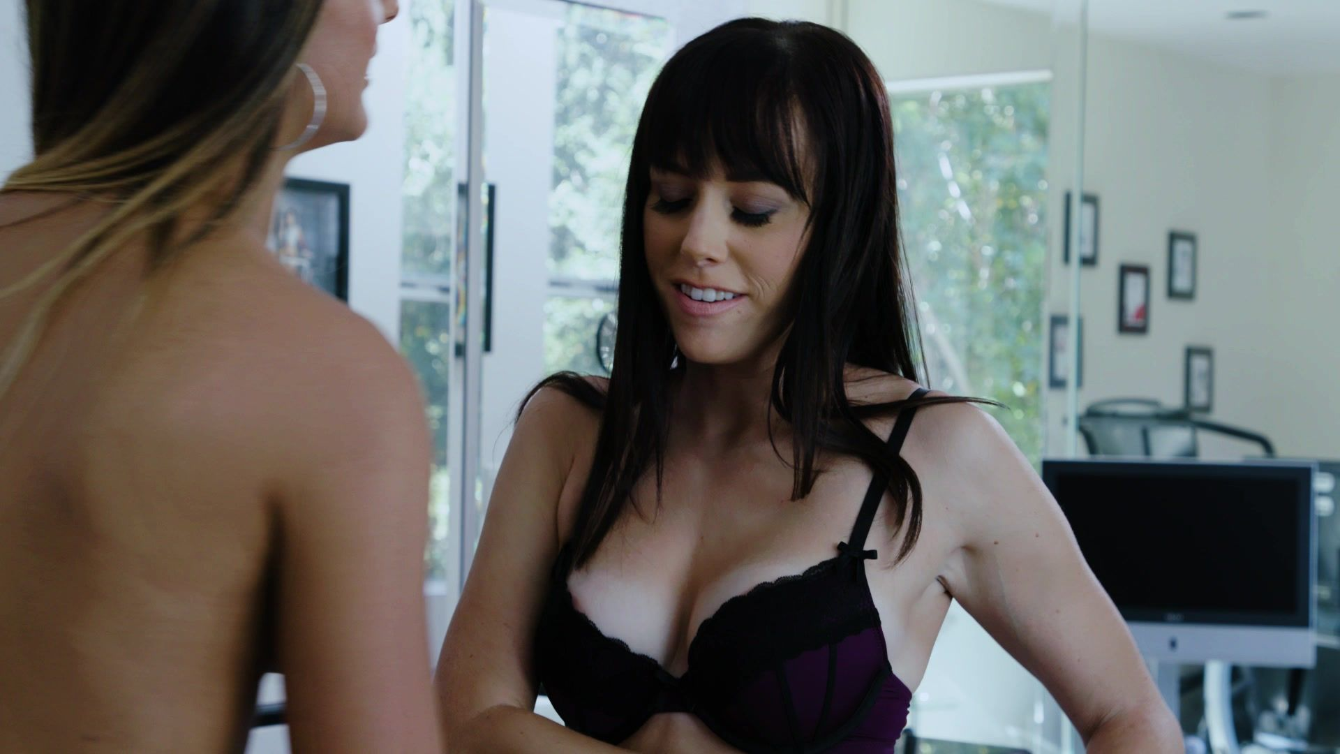 June Diane Raphael In The High Note - Film Nudes